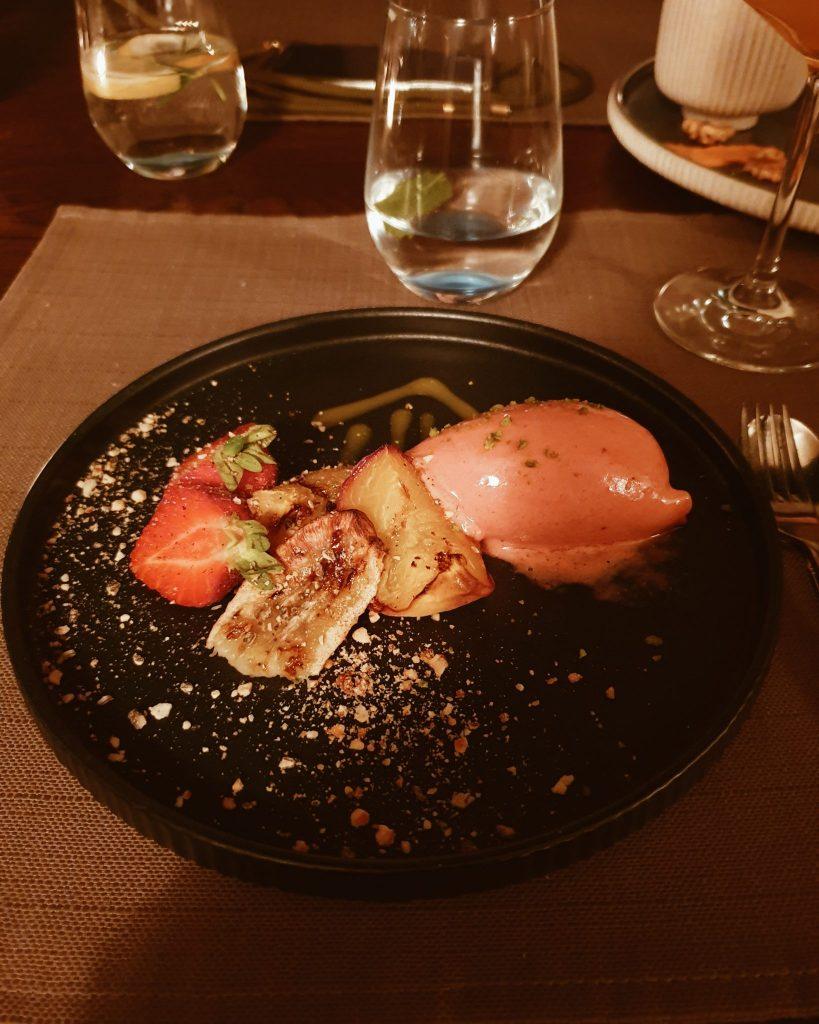 Erdbeer-Limetten-Sorbet mit gegrilltem Obst